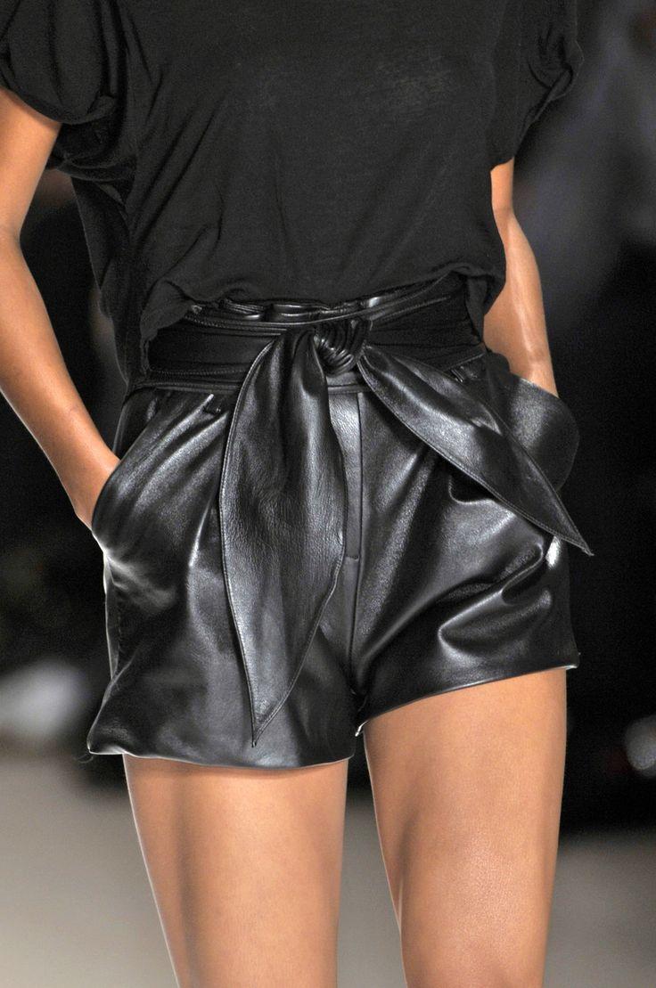 Charlotte Ronson Sélectionné par www.iamlamode.com #iamlamode #inspiration #modefemme #noir #leather