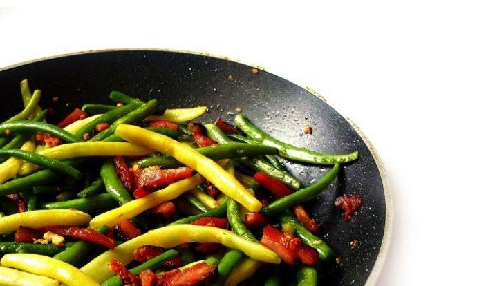 Zelené fazolky s anglickou slaninou a česnekem