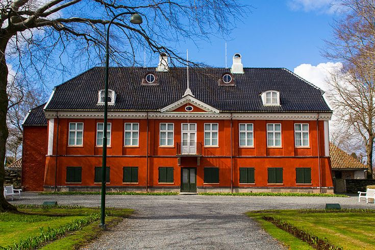 Ledaal is the official residence of the King of Norway in Stavanger.