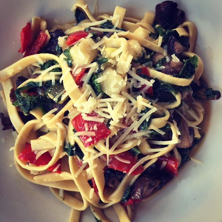 Dinner special tonight (Friday) and tomorrow! Roasted Crimini Mushroom Fettuccini with Tumbleweed!  Fresh fettuccini with roasted crimini mushrooms zucchini organic red peppers organic spinach and kale served with a white whine sauce Sartori parmesan and Tumbleweed an aged cheddar  from 5-Spoke Creamery in Goshen NY! . #foodie #foodgasm #foodblogger #foodblog #eeeeeats #f52grams #huffposttaste #buzzfeast #foodandwine #eatfamous #eater #foodbeast #buzzfeedfood #beautifulcuisines #spoonfeed…
