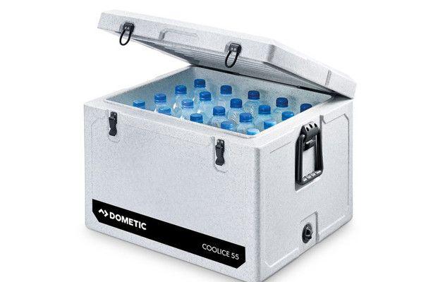 Cool-Ice, de nieuwe serie koelboxen van Dometic koelt dagenlang en dat zonder stroom. Geheim daarbij is een extra hoge isolatie en een bijzonder sluiting.