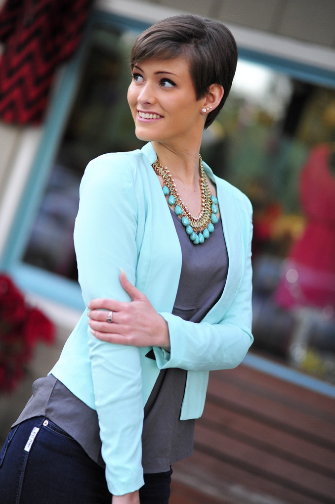 Love mint and grey together... And totally wish I could rock this kind of short hair!