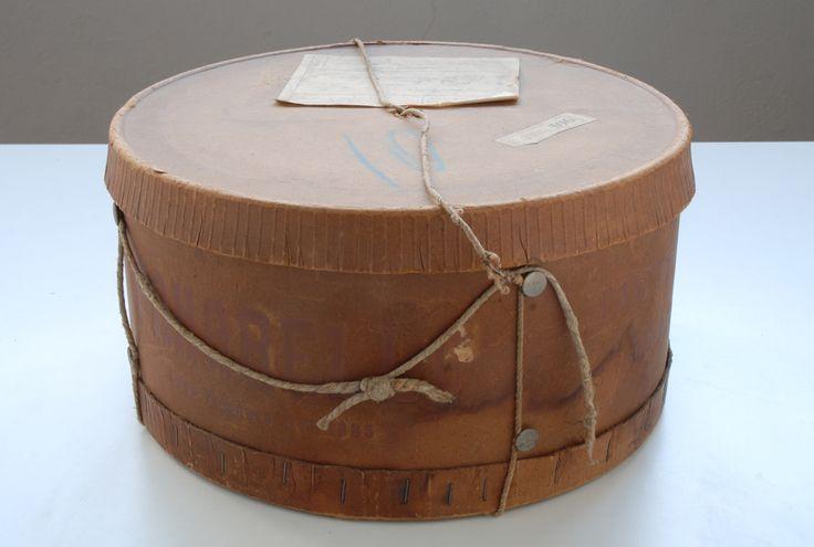cappelliera vintage in cartone. diametro cm.31,5xh.17.