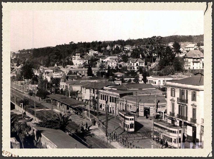 https://flic.kr/p/jCEe31 | los hermosos tranvías belgas de dos pisos que desde 1923 unían Viña con Valparaíso por el Camino Plano | editada de una fotografia de la Revista LIFE.