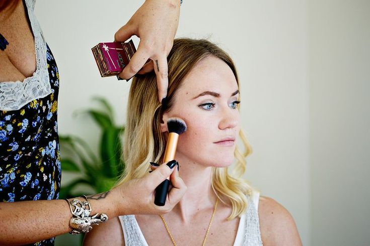 Just a little #Bronzer goes a long way, learn how much you need from a #MakeupPro here! http://www.abeautifulmess.com/2014/09/how-to-apply-bronzer-like-a-pro.html