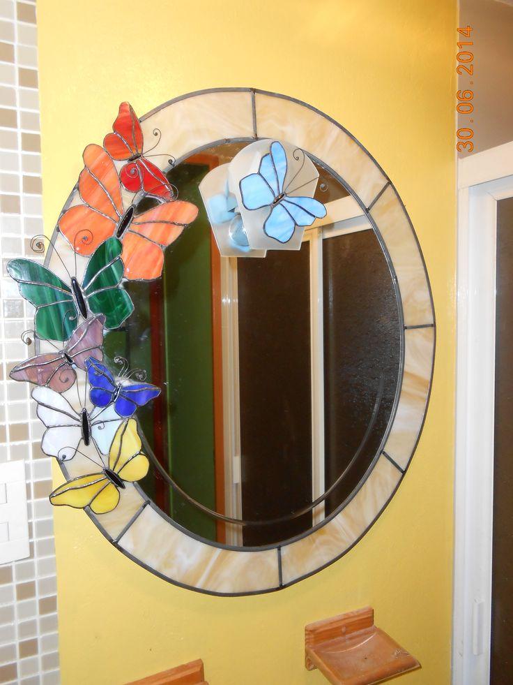 Espejo con cenefa en color shampagne en la técnica de emplomado y mariposas en cinta de cobre, original, diferente y bello