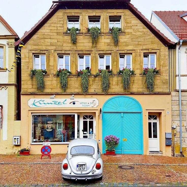 "725 Me gusta, 14 comentarios - Paige Taylor Evans (@paigetaylorevans) en Instagram: ""A beetle & aqua doors & floral window boxes in Ebern, Germany = ♡ & 😍 . . . #tbt #wanderlust…"""