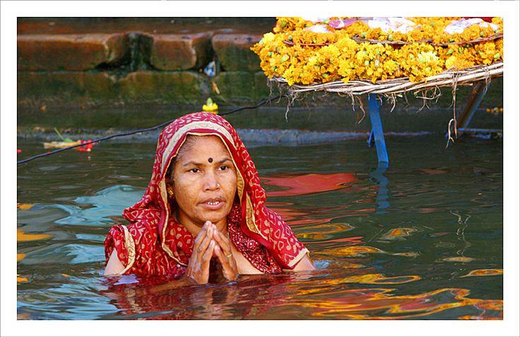 Baño en el Ganges, en Varanasi
