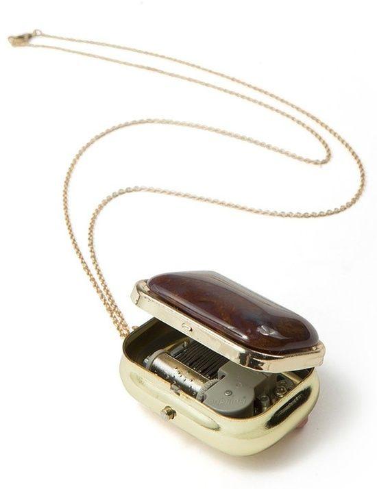 Little music box necklace