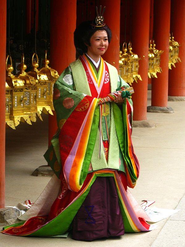 Noiva vestida a rigor para cerimônia de casamento em Nara ( Perto de Kyoto)
