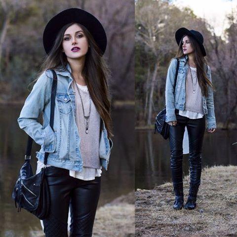 Simplicidade é chique! ;) Jeans + Couro + Fedora Large ♥ Vale combinar o chapéu com alguma peça do look, para equilibrar e destacar. Composições com tons neutros também é elegante
