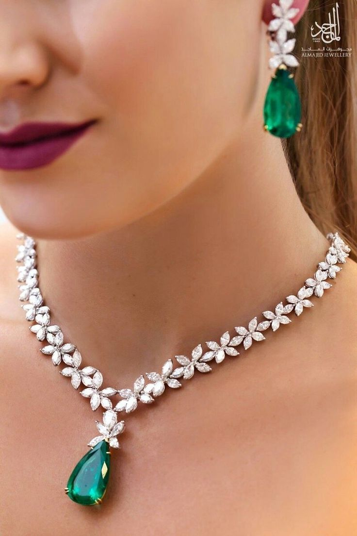 Emerald and diamond necklace and earrings #gorgeousfinejewelry