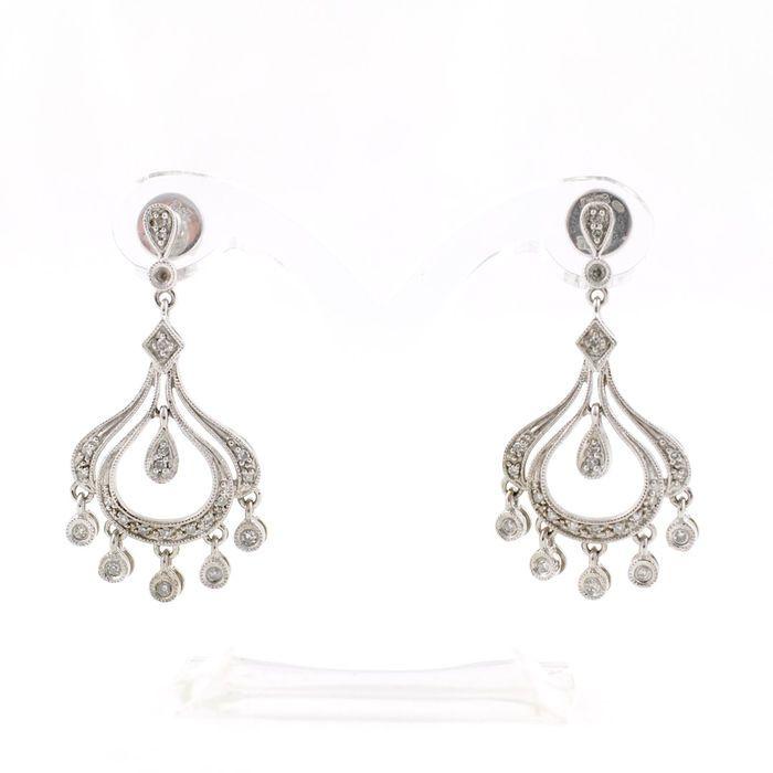 Online veilinghuis Catawiki: 18 kt witgouden oorbellen – Briljant geslepen diamanten, totaal 0,45 ct