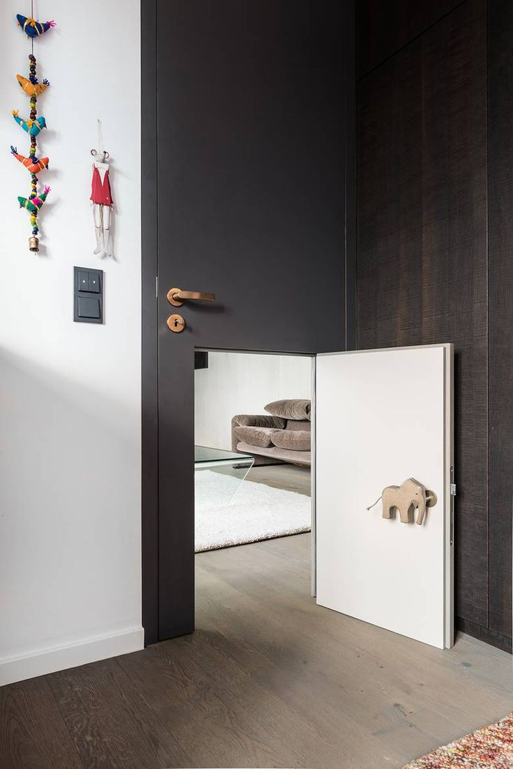 Love this toddler-sized door in a door!