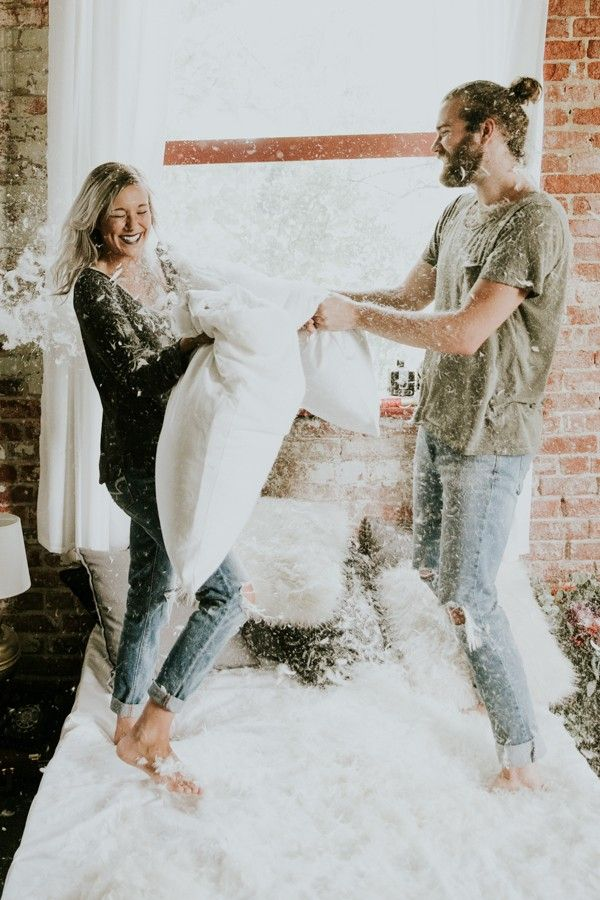 this-couples-pillow-fight-photo-shoot-is-fun-flirty-and-full-of-feathers-30