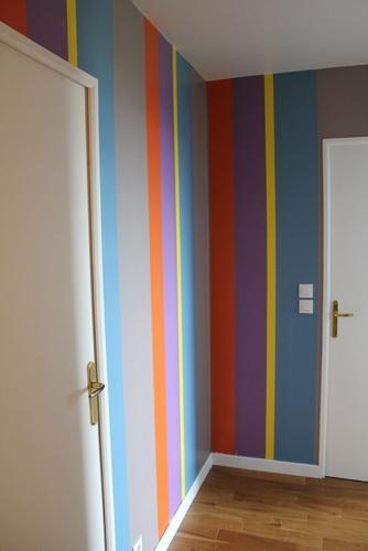 Bayadère très colorée dans un couloir     Colours in a corridor
