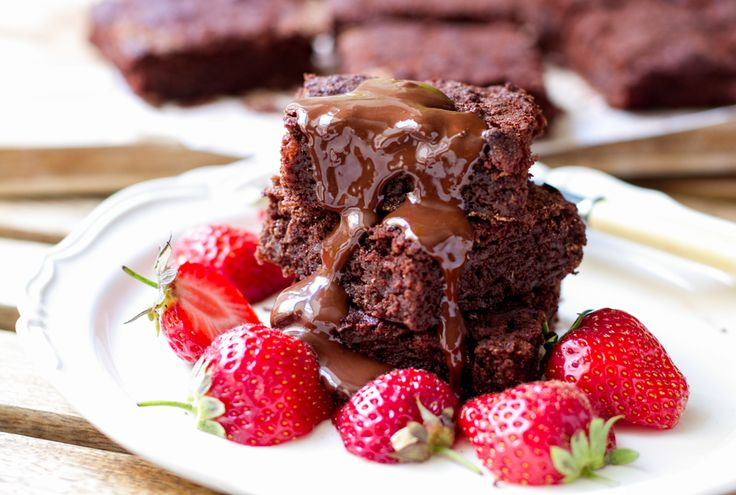 Post amended 2 November 2014 These amazing paleo brownies recipe is hands down the most popular post on Eat Drink Paleo Website. They have been cooked by many people, shared around, commented on an...