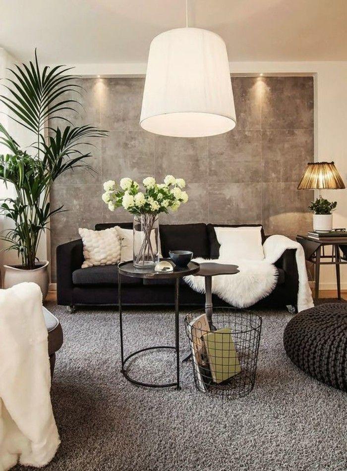 salon très élégant, panneau mural gris, canapé noir, tapis ...