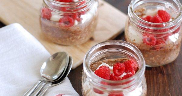 Egészséges reggeli - Vegán, nyers és gluténmentes – csokoládés málnás parfé reggelire