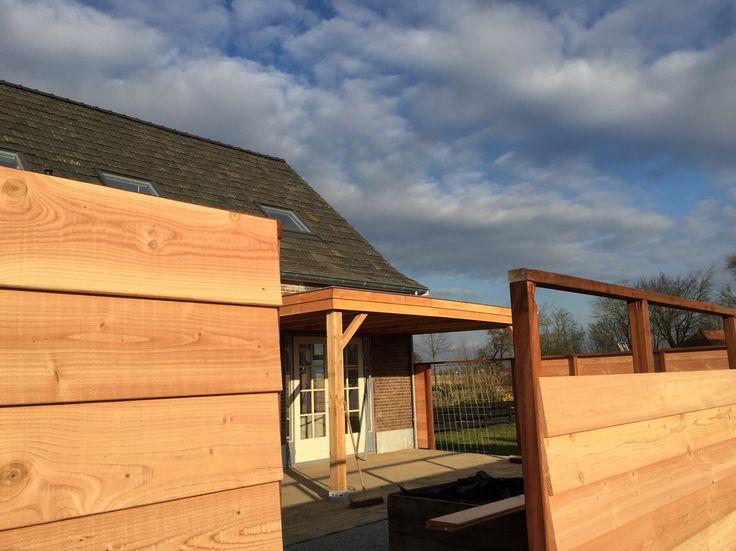 Schutting en overkapping van douglas hout www.vanviegen.com