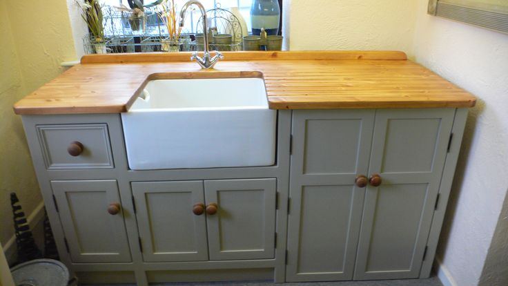 Belfast sink unit with cupboard space for a freestanding dishwasher