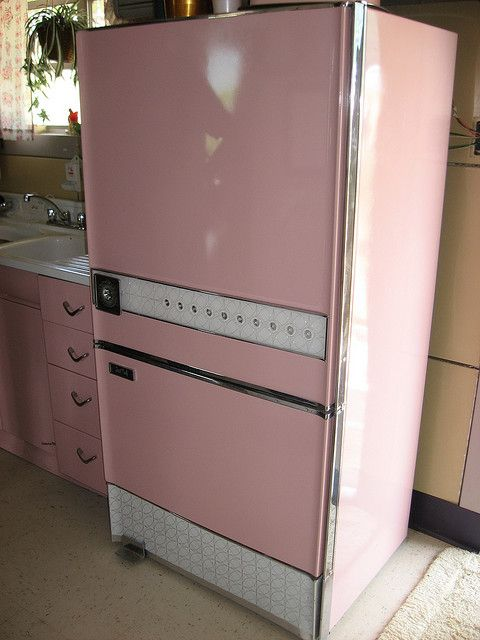 Cool pink refrigerator <*|*> mid century, space age, atomic, 1950s, kitchen, decor