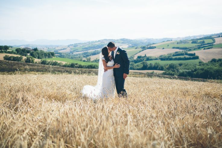Wedding in Italy, Le Marche, Italian hills, wedding picture, love, bride and groom. Photo by Sjoerd Banga, © Banganimation