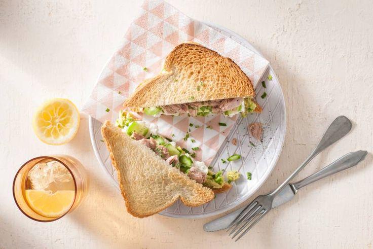 Deze verrukkelijke zomerse tonijnsandwich staat echt in notime op tafel - Recept - Allerhande
