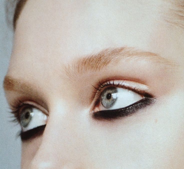 Touch Kajal: Different Graphic Black Eye Make-up