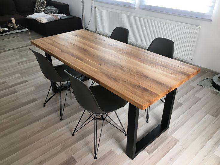 Tento jídelní stůl v designovém industriální provedení  jsme vyráběli pro zákazníky do Prahy. - ocelové podnoží s povrchovou úpravou v černé matné - deska z prémiového masivního dubu - povrch ošetřen olejem