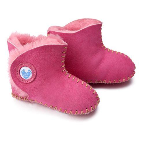 Must Have für den Winter! Super süßer und warmer Lammfellstiefel in Pink via kidsny. #Babies #Schuhe Für mehr auf Foto klicken!