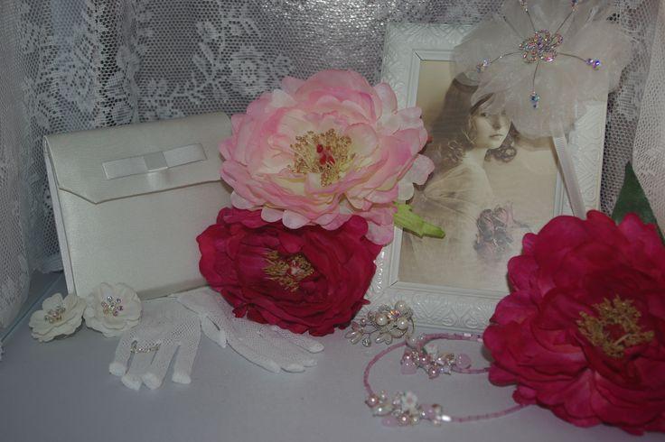 Voor mooie accessoires voor je trouwdag, huwelijksdag en voor bruidskinderen, ga je naar Corrie's bruidskindermode. Maar ook natuurlijk voor de prachtige bruidsmeisjesjurken en bruidsjonkerkostuums. bruidskindermode.nl. trouwen, bruiloft, huwelijk, bruidsmeisje, bruidsmeisjes, bruidsjonker, communiekleding, communiejurk, kinderkostuums, sieraden voor bruidsmeisje, ringenkussentje, ringenkussentjes.