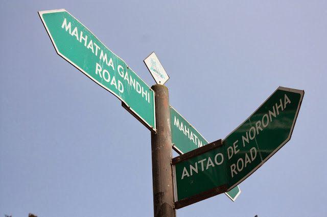 MG Road (Mahatma Gandhi Road), um clássico de qualquer cidade Indiana. E do outro lado, um dos vários nomes de rua ainda Portugueses de Panjim.