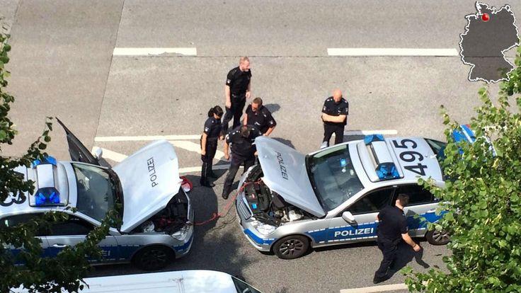 Hamburg: Aha, so geht das also!Sechs Polizisten stehen um den… Humor Fun Spass Lustig Polizei  Police
