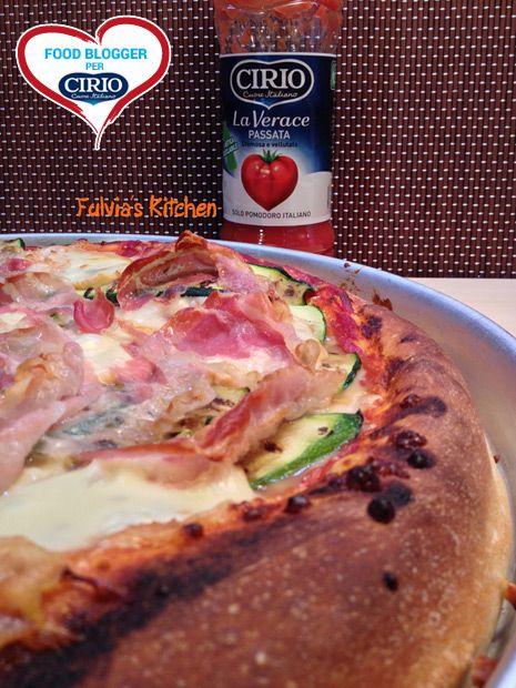 Ricetta Pizza con pancetta, zucchine grigliate, scamorza affumicata e Passata La Verace Cirio a lievitazione mista di @fulvia1966  (http://fulviaskitchen.blogspot.it/) #cirio #passionefoodblogger #pomodoro #pomodori #tomato #PullUpAChair