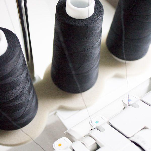 Kleidung nähen mit der Overlock · Teil 1: Die Overlock-Maschine