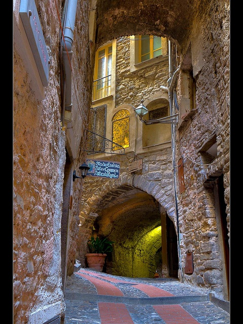 Dolceaqua, Imperia, Italy  (by Alex Atlani on Flickr)