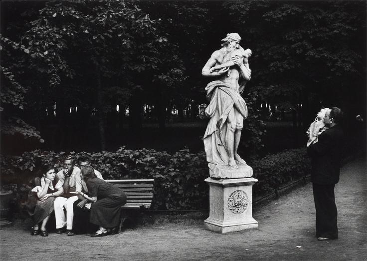 "GEORG ODDNER, ""Samtal i parken, Leningrad, USSR, 1955"".. - Contemporary, Stockholm 564 – Bukowskis"