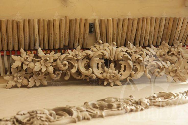 Резная декоративная накладка из массива дерева в стиле Рококо. #дизайн #декор #резьба Carved decorative element in the Rococo style made of solid wood. #decor #carving #design #art