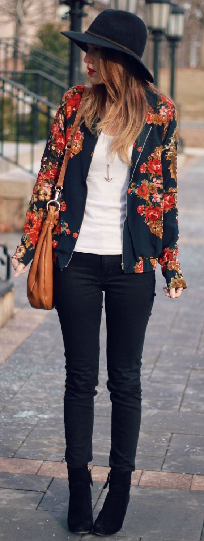 Los looks florales que sí te puedes poner en los días fríos de invierno.