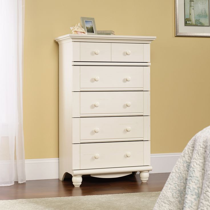 Drawers with metal runners and safety stops feature