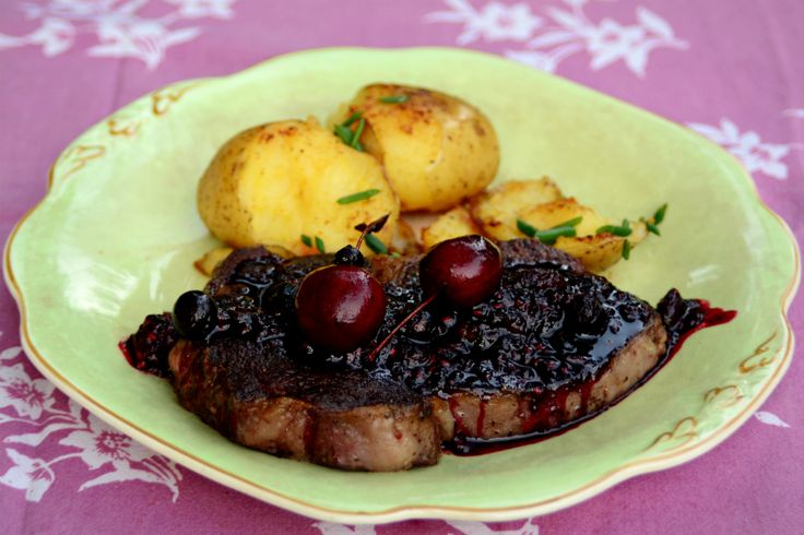 Rib Eye beef & Red Fruit Sauce with potatoes. Perfect for a romantic dinner!