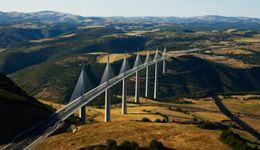 Viaduc de Millau - à 1H45 de Brin de Cocagne - chambre d'hôtes écologique de charme dans le Tarn près d'Albi - Brin de Cocagne