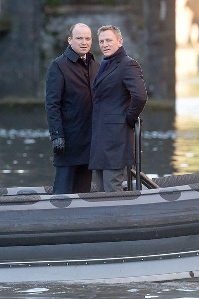 Daniel Craig and co-star Rory Kinnear , shooting in London's Thames River ( Dec/2014) #jamesbond #007 #spectre