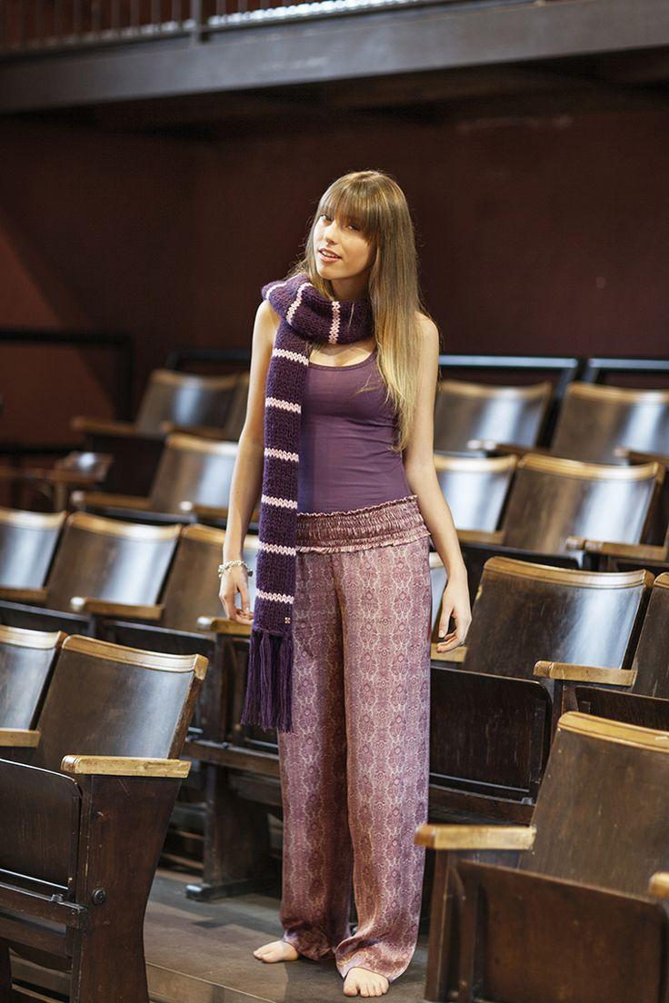 PEPITA NIGHT & DAY F/W 2014-15 - Grease Style: Pantalone in raso stampato fantasia con fascia elastica in vita -  Canotta tinta unita in cotone -  Sciarpa righe in lana  #pepita #night&day #fallwinter #fashion #stylish #grease