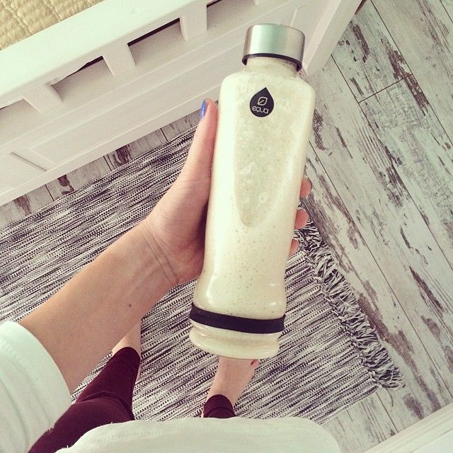 ``I've got goodness in my bottle. Freshly blended bananas+water!``#deartoclau #clau_fagadar #equa #myequa #breakfast #bananas #smoothie