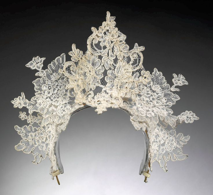 Philip Tracey, Antique Lace tiara - 2008 - Victoria and Albert Museum, London