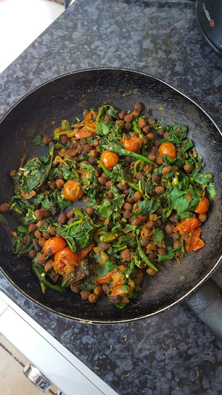 Black chickpea stir fry/chana biran: Saute onion in 1/2 tbsp of olive oil with under a 1/2 tsp of salt and allow it to turn golden brown. Add 1 tsp of following spices: turmeric, corriander powder and hot madras curry powder. Add a drop of hot water and m