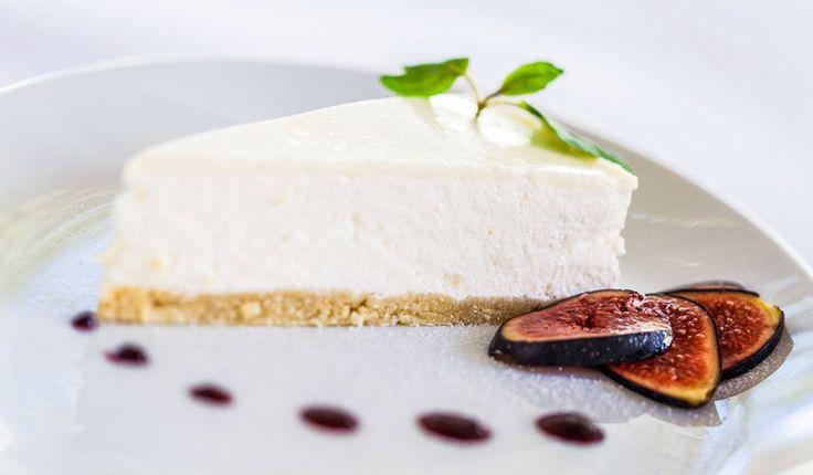 Rezept für eine leichte Low Carb Mascarpone-Torte: Die kohlenhydratarme Torte wird ohne Zucker und Getreidemehl gebacken. Sie ist kalorienarm, enthält viel Eiweiß ...
