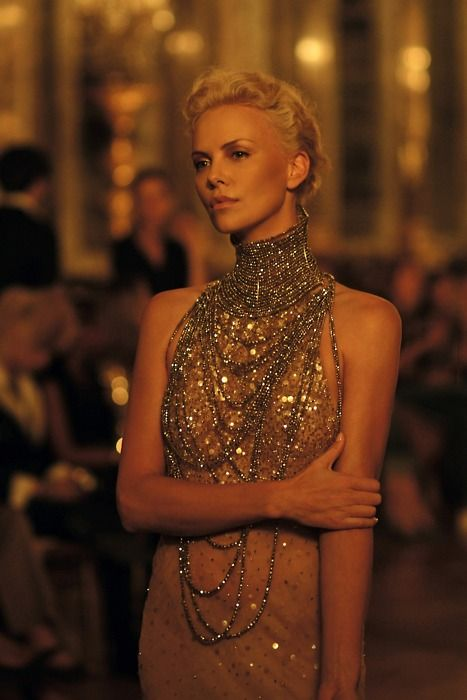 sparkle wow- charlize theron- adore this glam gown: Girls Crushes, Charlize Theron, Charlizetheron, Style Icons, Dior, The Dresses, Necklace, Snow White, J Adorable